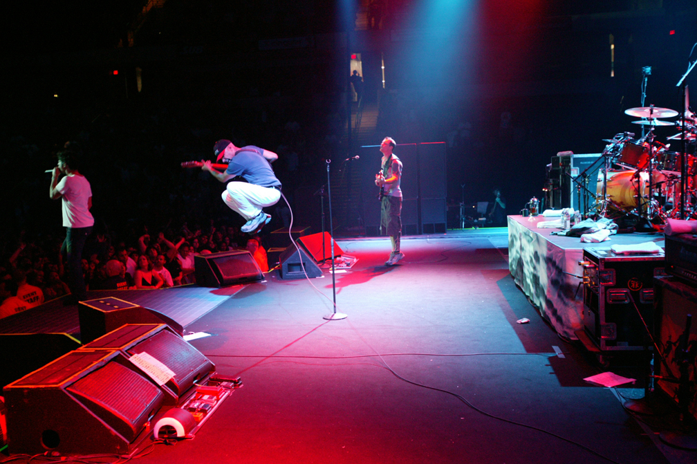 Audioslave performing live 09/24/2005 in Bakersfield, California
